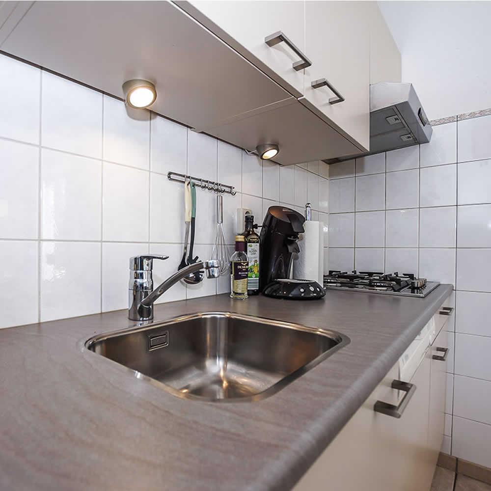 Küchenzeile mit Gasherd